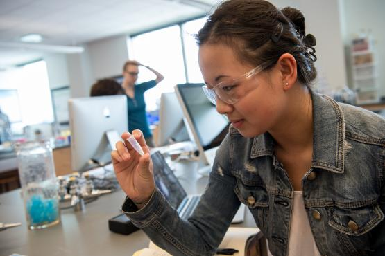 Beloit student in lab