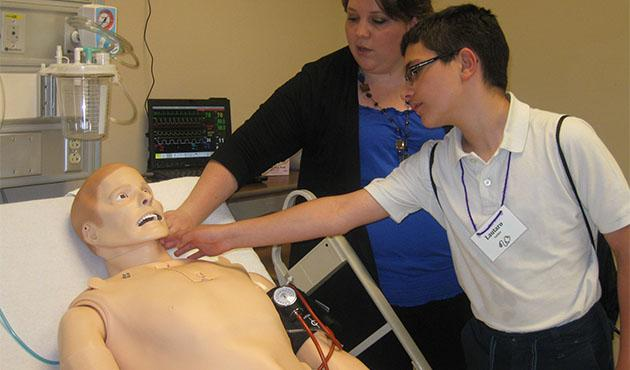 Students with patient simulator